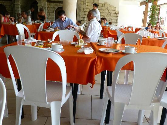 Hotel Club Astor: 30 minuti per pulire questto tavolo