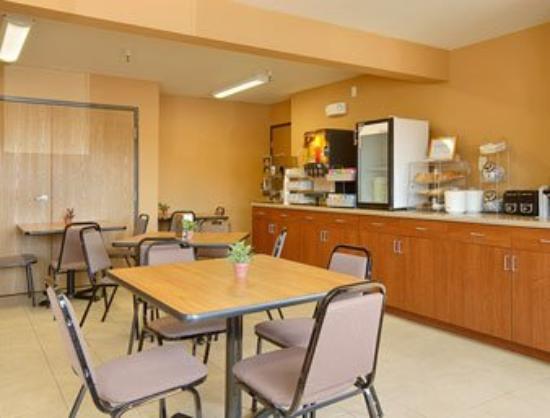 Econo Lodge New Ulm: Breakfast Area