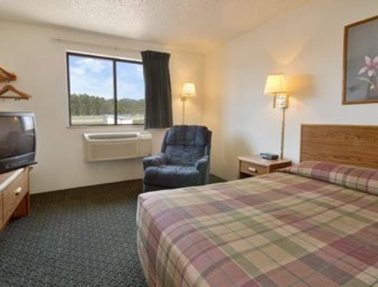 Econo Lodge New Ulm: Standard Queen Bed Room