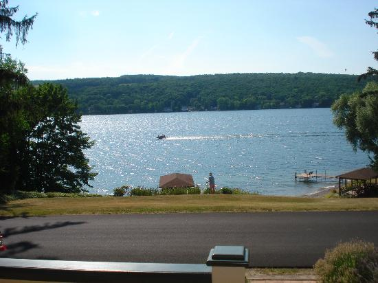 ‪‪Finton's Landing B&B‬: Keuka Lake's gorgeous view taken from the porch