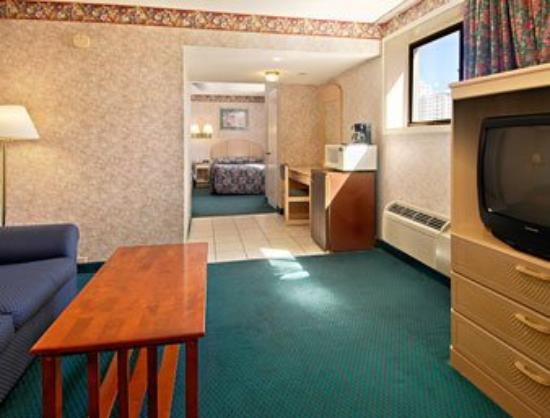 Super 8 Atlantic City: Two Double Bed Suite with Micro/Fridge