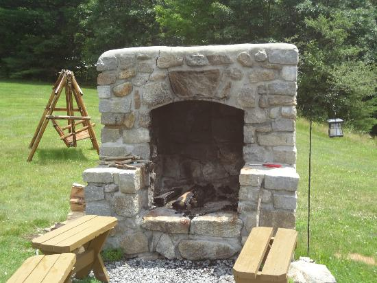Bear Mountain Inn: Fireplace