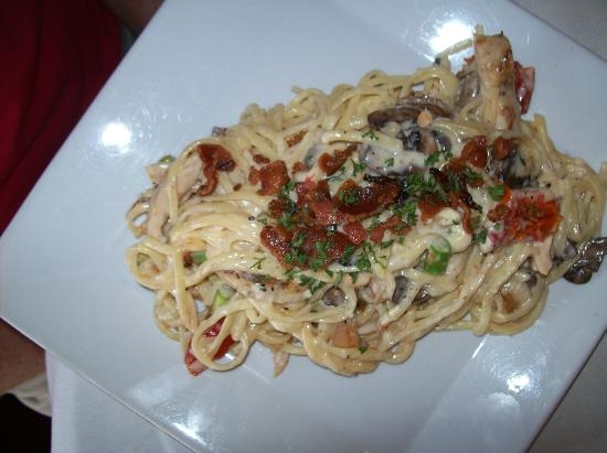 Tari's Premier Cafe and Inn: Moody Blue Linguine