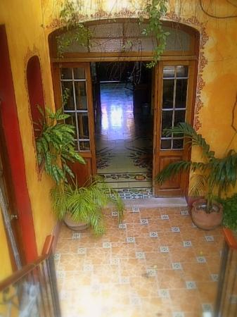 Casa Sacnicte Bed and Breakfast: Lovely restored doors and pasta floors