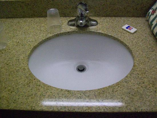 Motel 6 Norfolk: Sink was clean enough.  Teeny bar of soap is the only thing you get.