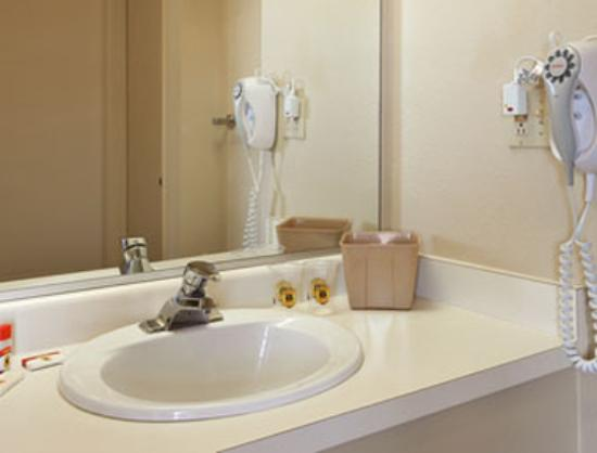 Americas Best Value Inn Kettleman City: Bathroom