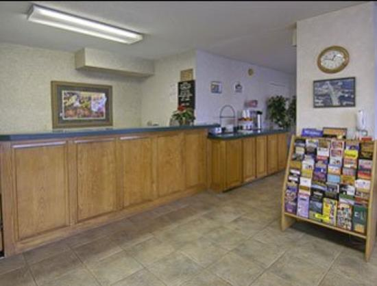 Super 8 Longview/I-20: Lobby