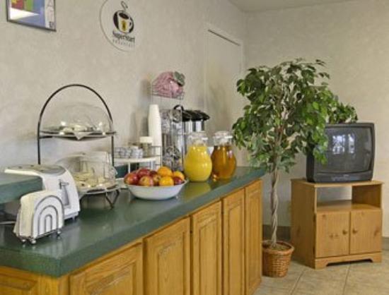 Super 8 Longview/I-20: Breakfast Area