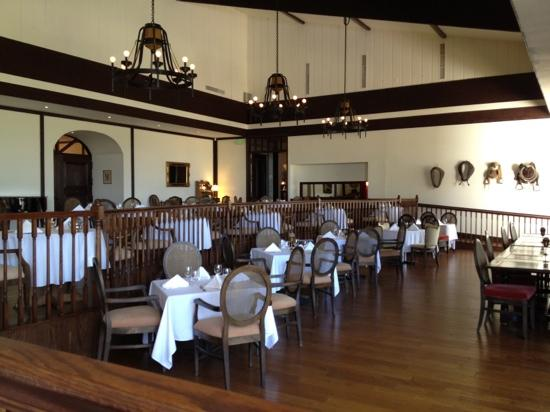 The Grand Oak Steakhouse & Bar: dining area