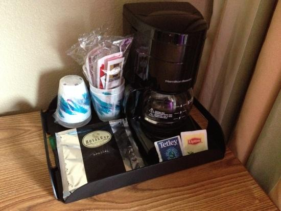 Comfort Inn & Suites N at Pyramids : nice little coffee/tea tray in the room