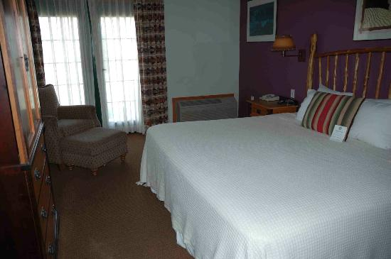 Quartz Mountain Resort Arts & Conference Center: Rustic hotel rooms