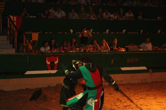 Dinner-Show: Medieval Challenge: La batalla