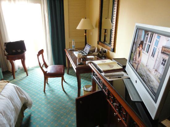 Cairo Marriott Hotel & Omar Khayyam Casino: 16th floor room