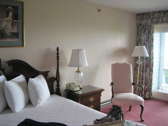 Bluenose Inn - A Bar Harbor Hotel: Spacious room