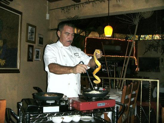 Blackie's Reataurant : Jesse preparing his famous crepe suzettes