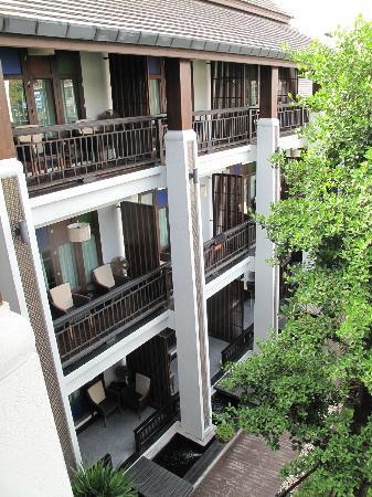 دي لانا هوتل: hotel view from garden