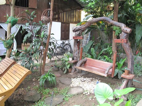 Chiang Mai Summer Resort: tiny garden