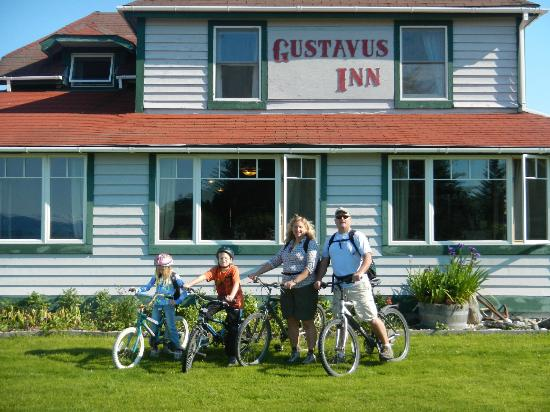 Gustavus Inn at Glacier Bay : On the bicycles provided by the Inn