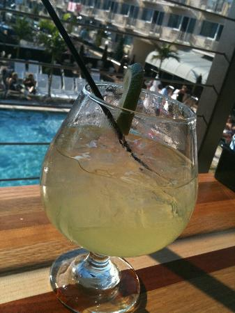 Avalon, Nueva Jersey: Margarita on the deck overlooking the pool