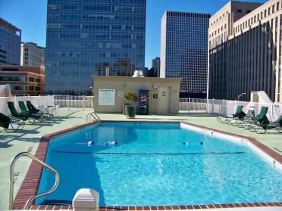 Holiday Inn Chicago Downtown: Penthouse Pool