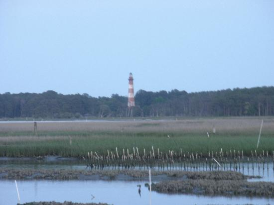 Snug Harbor Marina and Cottages: We could see the lighthouse directly across the channel.