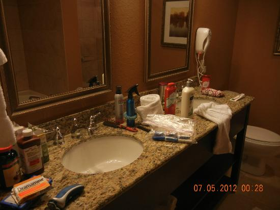 Lake Eve Resort: Master Bath
