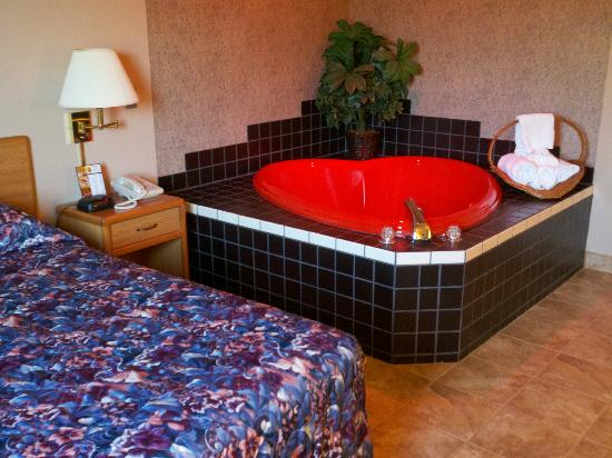 North Star Hotel – Pictured Rocks: Surprising red heart-shaped jacuzzi in this room.