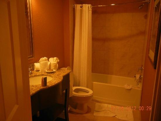 Lake Eve Resort: Bathroom #2 