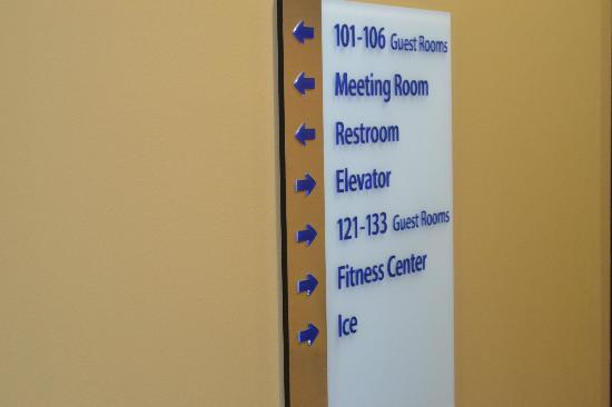 Holiday Inn Express Hotel & Suites Foley: Directory Sign
