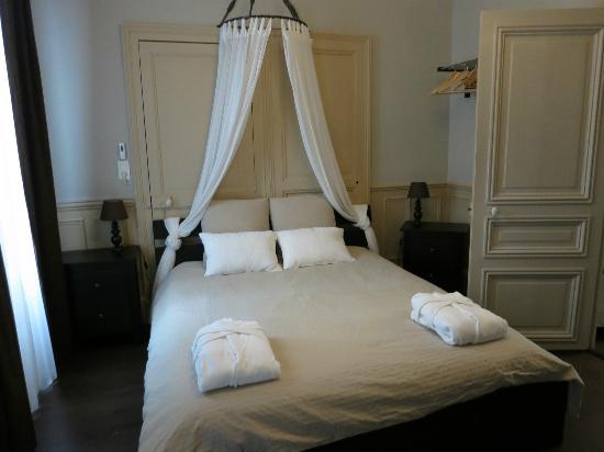 Les Epicuriens - chambres d'hotes : bedroom