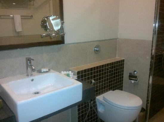 juSTa MG Road, Bangalore: Bathroom