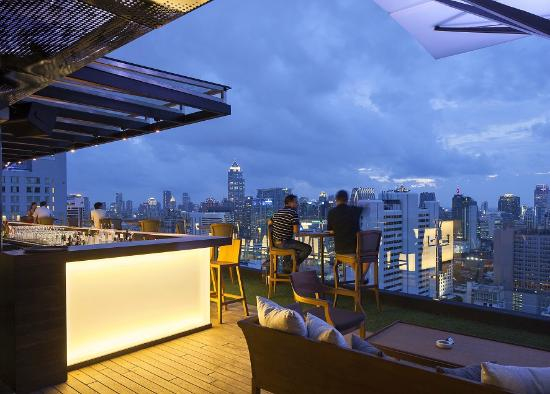 Above Eleven: Bar with the amazing skyline