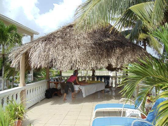 Iguana Reef Inn: An Outdoor Massage