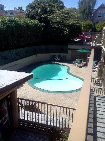 Coastview Inn: Pool