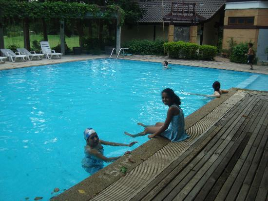 The Legacy River Kwai: having a great time in the pool