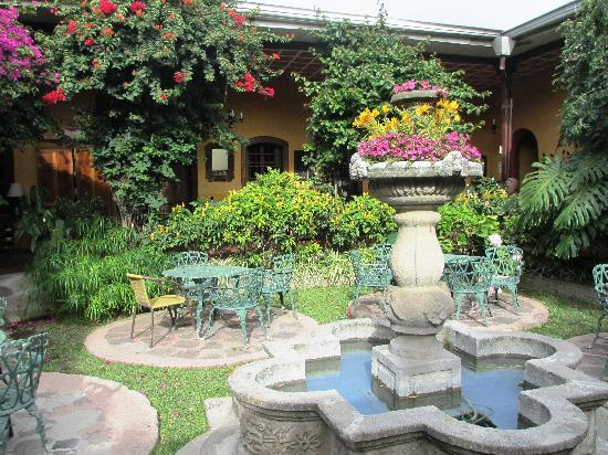 Hotel Casa Antigua: The lovely garden