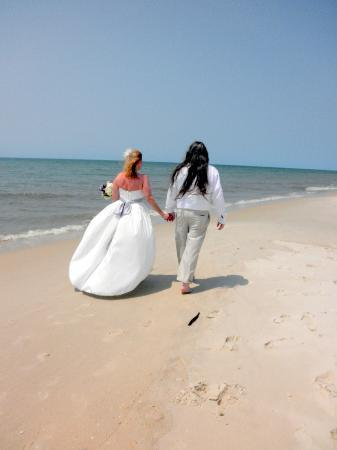 Coombs House Inn: Wedding on the beach at St. George Island