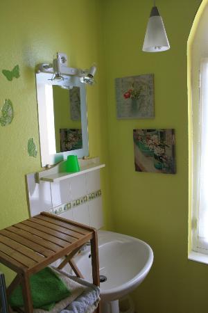 Les Abris-Cotiers: cabinet de toilette