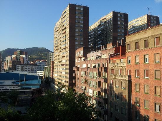 Hotel Zenit Bilbao: Vue du balcon de la chambre 608