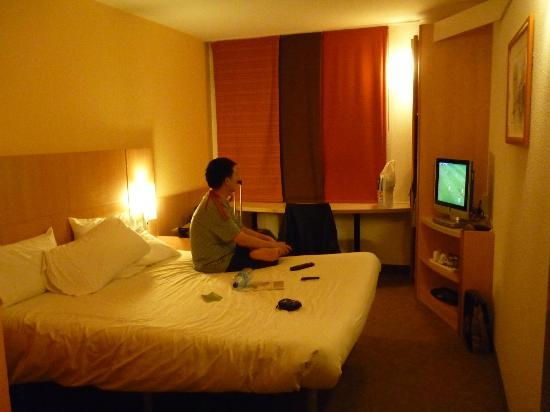 Ibis Manchester Centre Portland Street: Spacious room with free tv channels