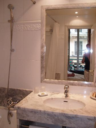 Hotel le Lavoisier: Bathroom