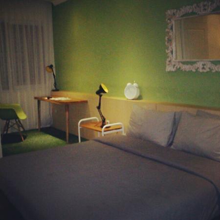 Stevie G Hotel: The Room