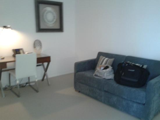 Peppers Broadbeach: 1 bedroom apartment 2nd lounge area