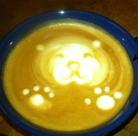 Lei Petite Bakery & Coffee Shop: it's a bear!
