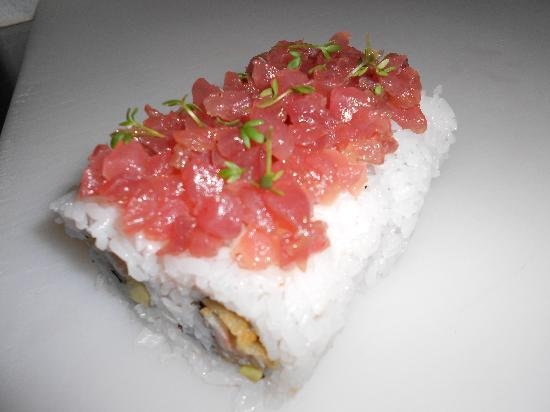 Sushi & Kushi: California I.O. mit Thunfischtatar-Topping