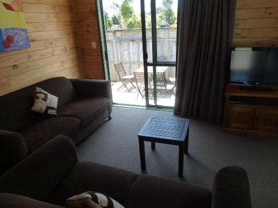 Whangarei TOP 10 Holiday Park: Salida a la terraza