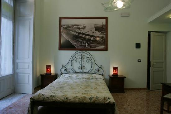 "Picone Bed Breakfast: camera verde  ""La Marina"""