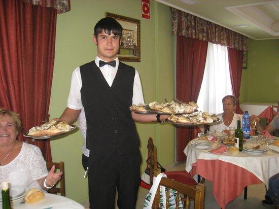 Turimar Hotel: Pablo sirviendo