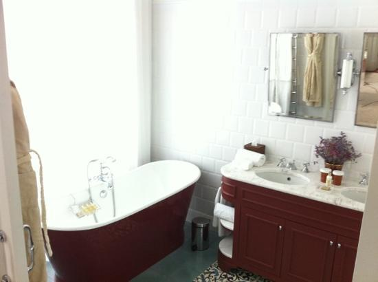 Vidago Palace Hotel: Junior Suite bathroom