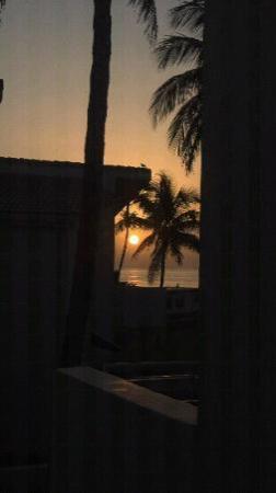 Golden Strand Ocean Villa Resort: sunrise from my windows